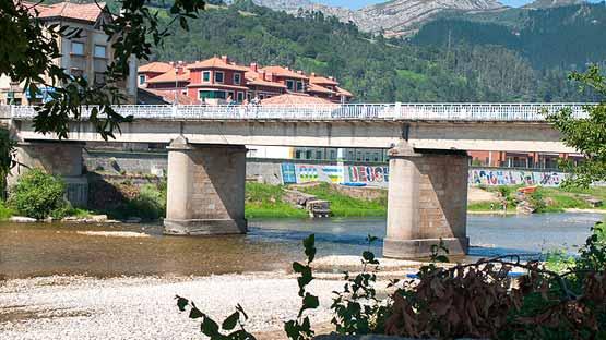 Puente de las piraguas en Arriondas - Asturias
