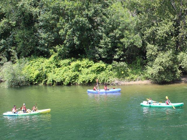 Qué es el descenso del Sella en canoa